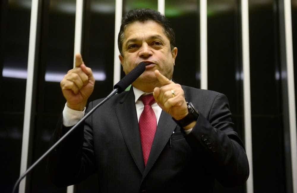 Ministro do STF autoriza deputado preso a trabalhar na Câmara