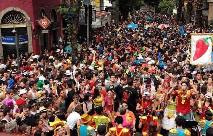 Bloco do Sargento Pimenta é destaque no Rio nesta segunda