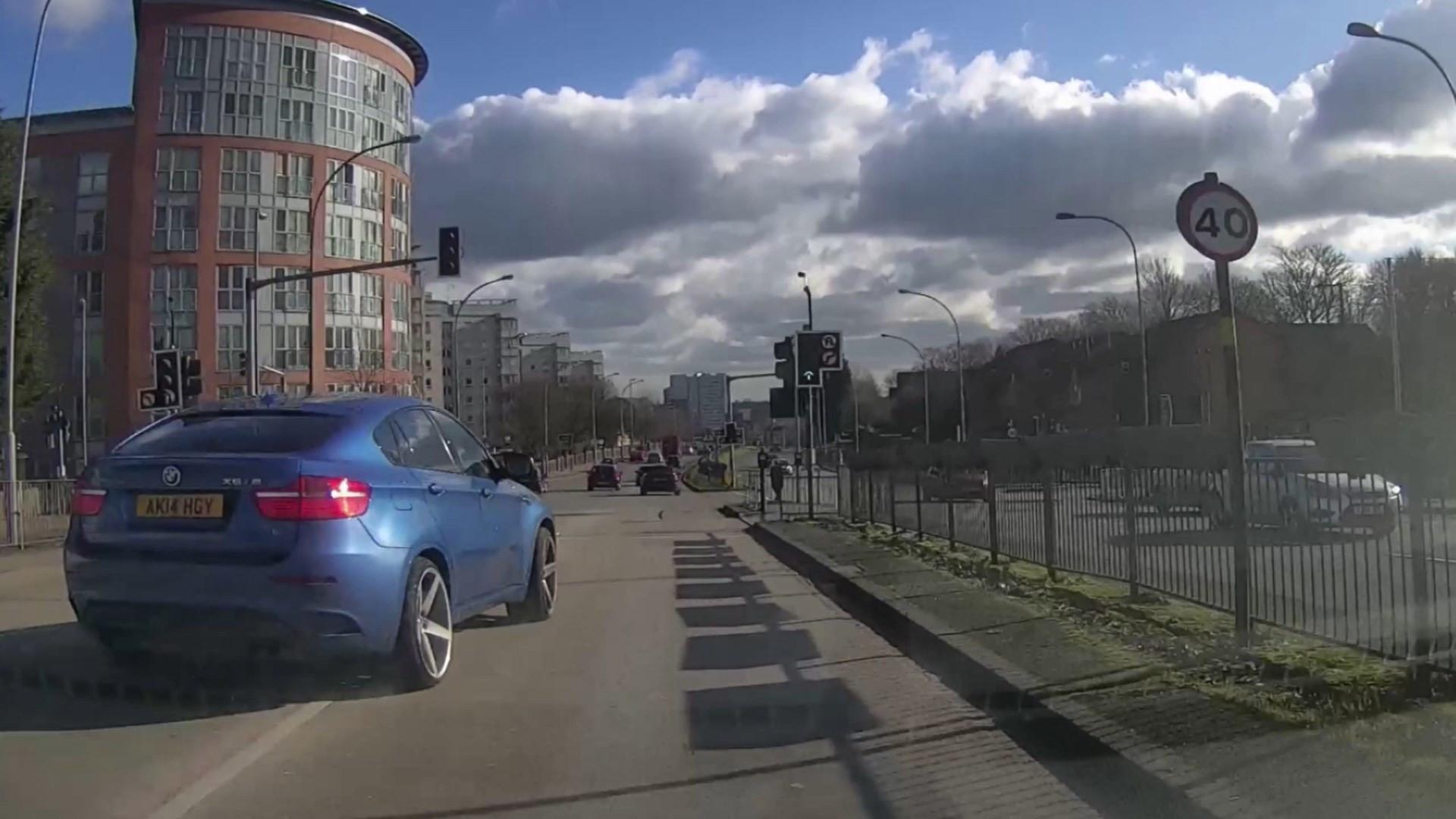 Motorista imprudente quase causa acidente grave