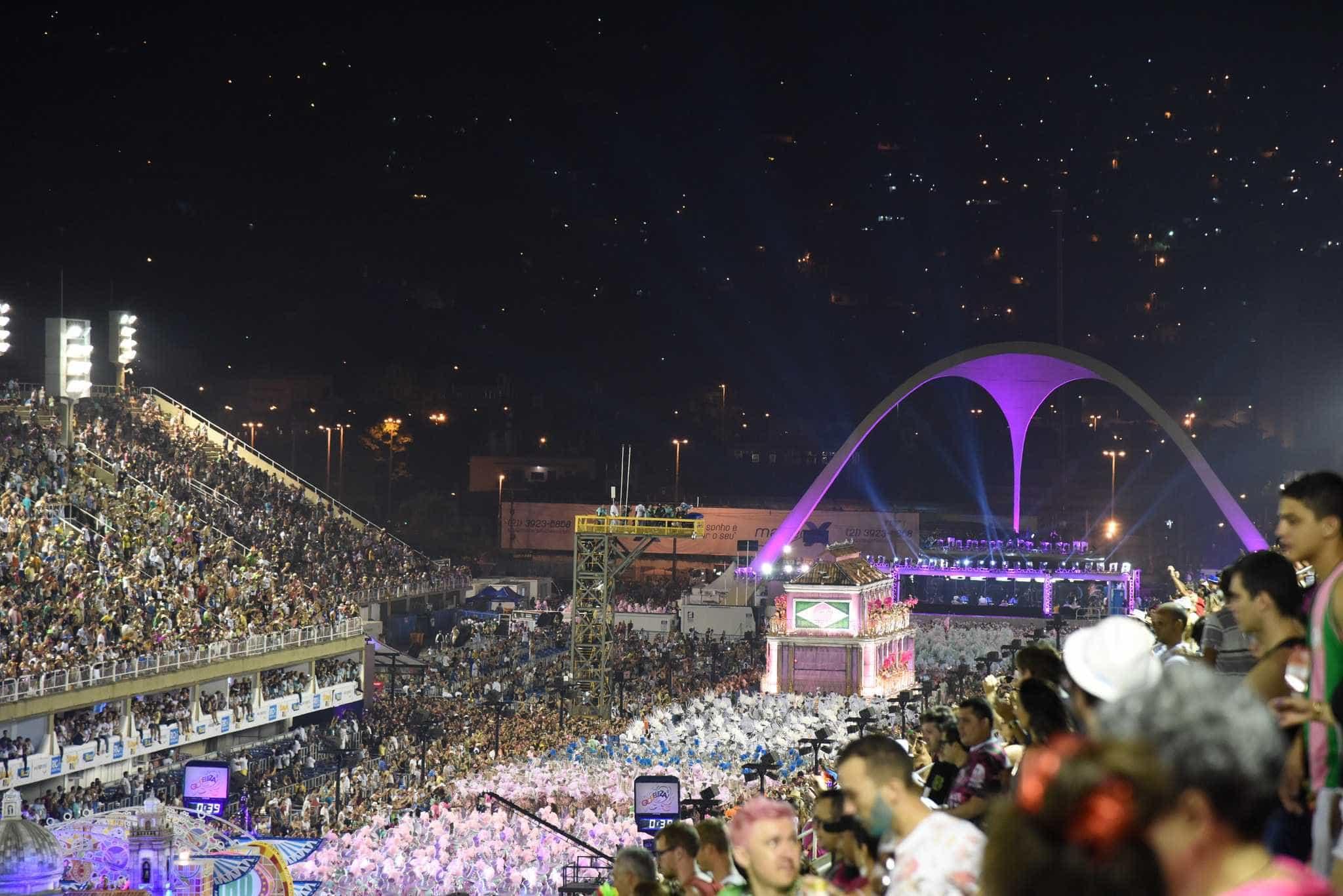 Unidos da Tijuca abre o último dia de desfiles na Sapucaí