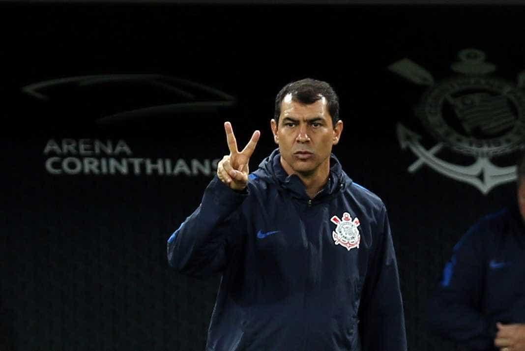Corinthians fecha com zagueiro, mas ainda caça um novo atacante