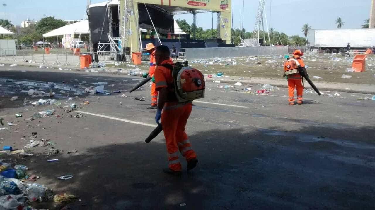 Prefeitura do Rio recolhe 486 toneladas de lixo pela cidade