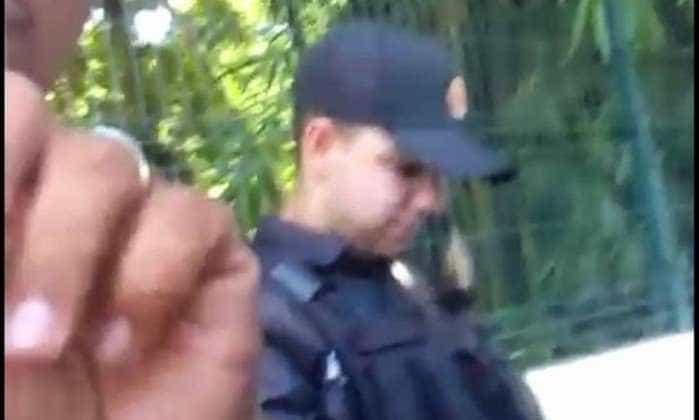 Policiais gravam vídeo exibindo cervejas em viatura durante o trabalho
