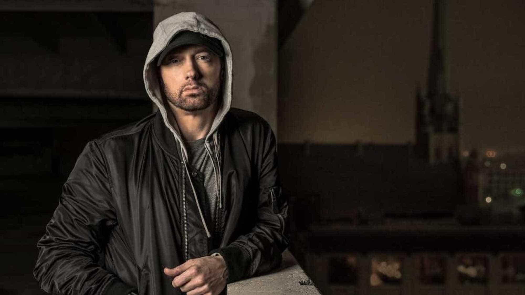 Ed Sheeran aparece como nunca antes em clipe de Eminem; assista