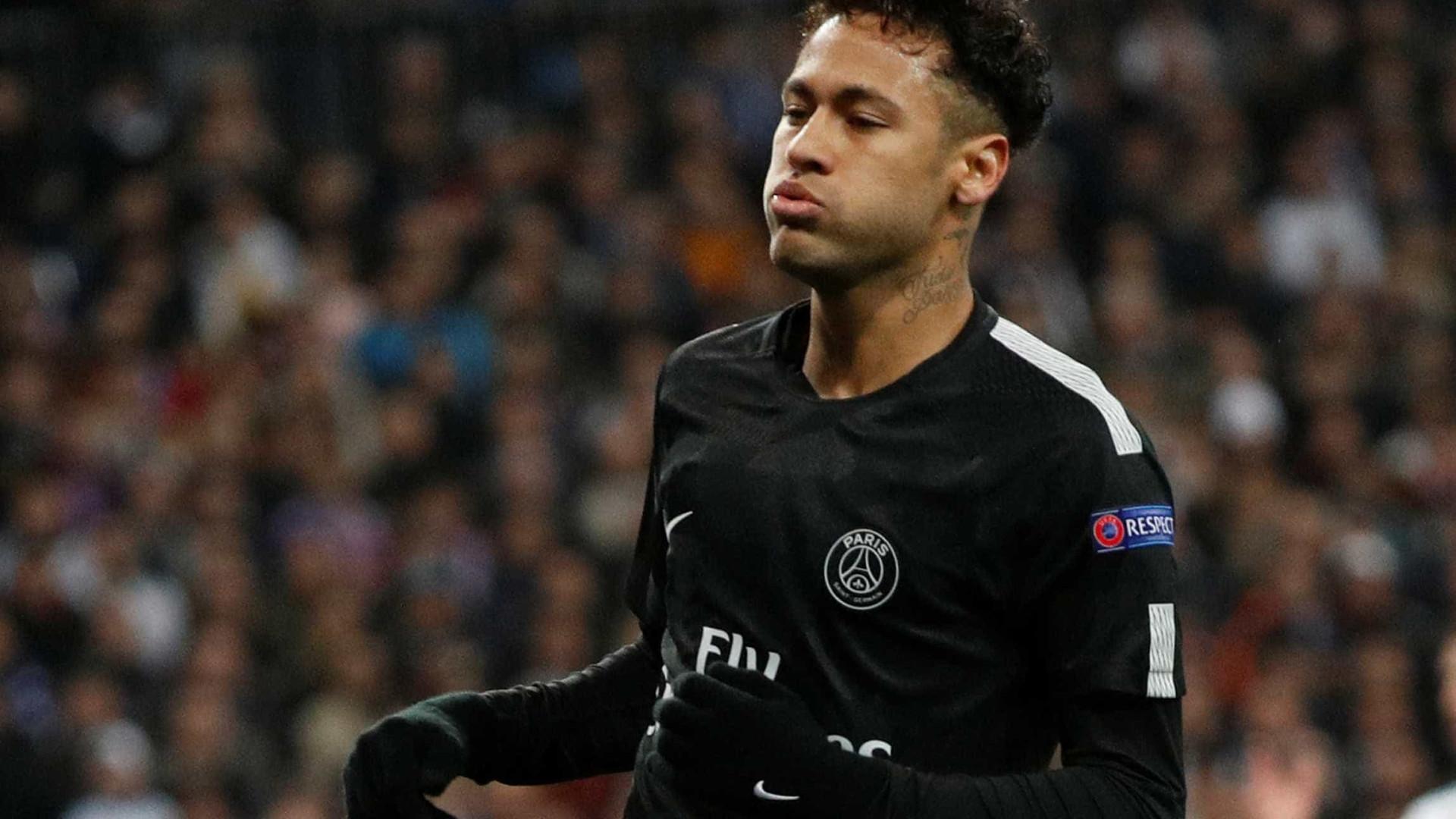 d5895609b3  Neymar é egoísta. Ele só passa a bola quando vê que vai perder