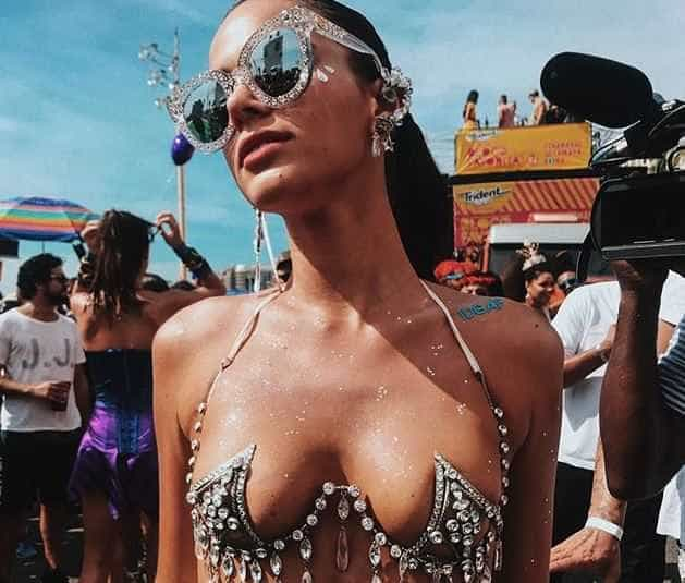 Bruna Marquezine rende a foto mais curtida do Carnaval