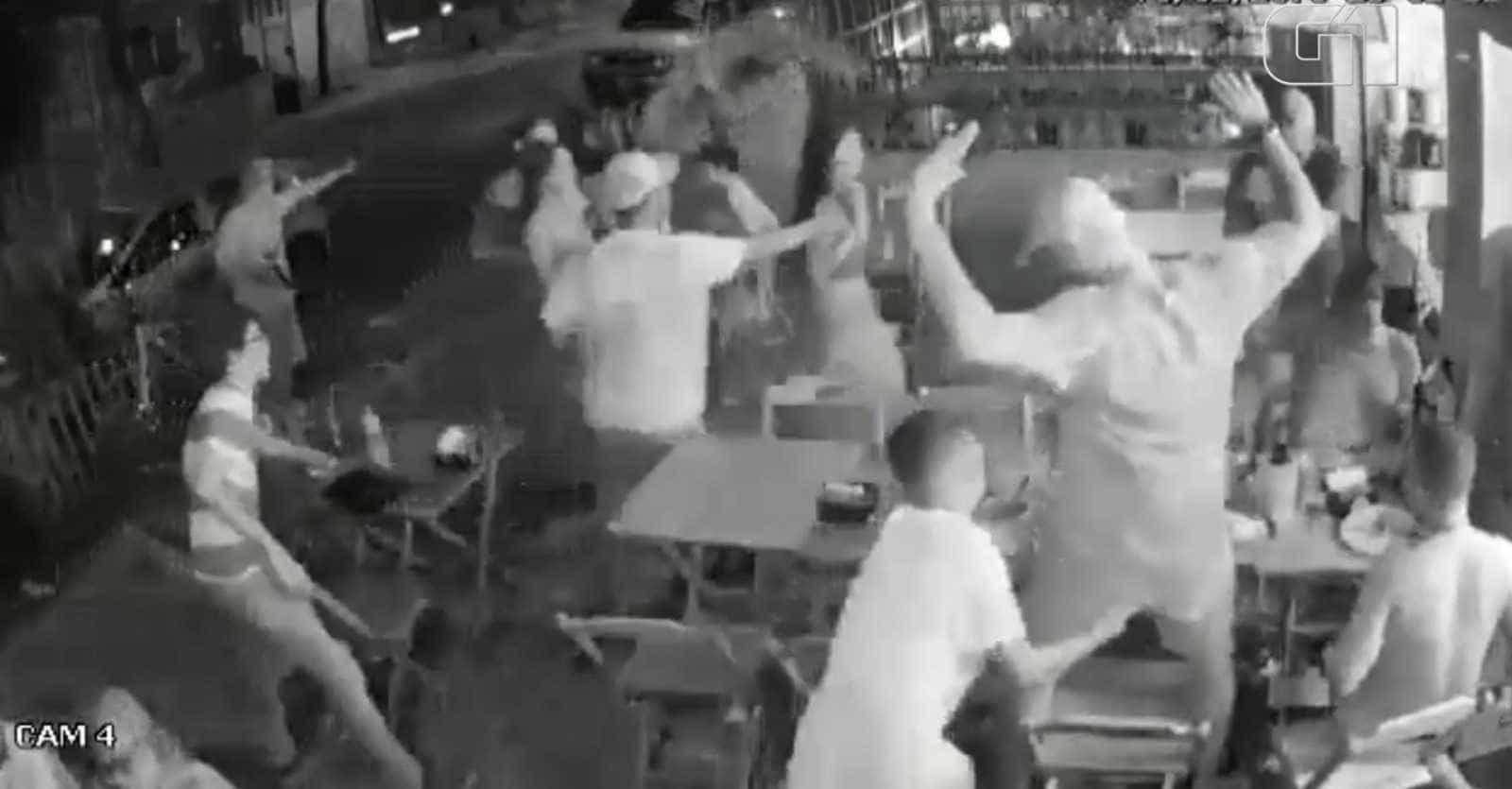Câmera flagra assalto em bar no Rio de Janeiro durante o carnaval