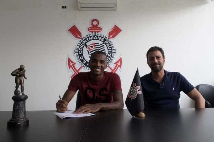 Corinthians anuncia contratação de jogador campeão pelo Flamengo