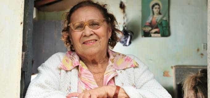 Após vencer câncer, atriz faz participação em 'O Outro Lado do Paraíso'
