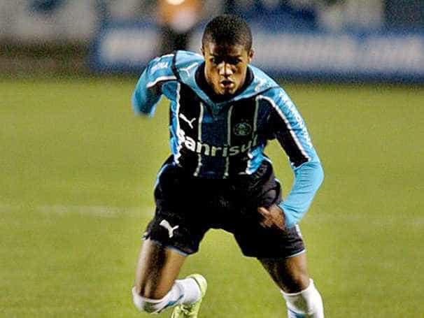 'Jogar para não ganhar', diz Douglas Costa sobre Fla x Grêmio em 2009