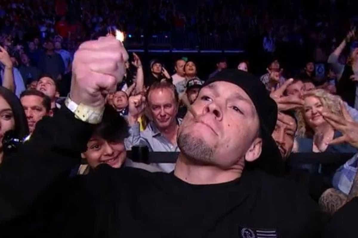 Lutador do UFC é filmado com cigarro de maconha em frente a crianças