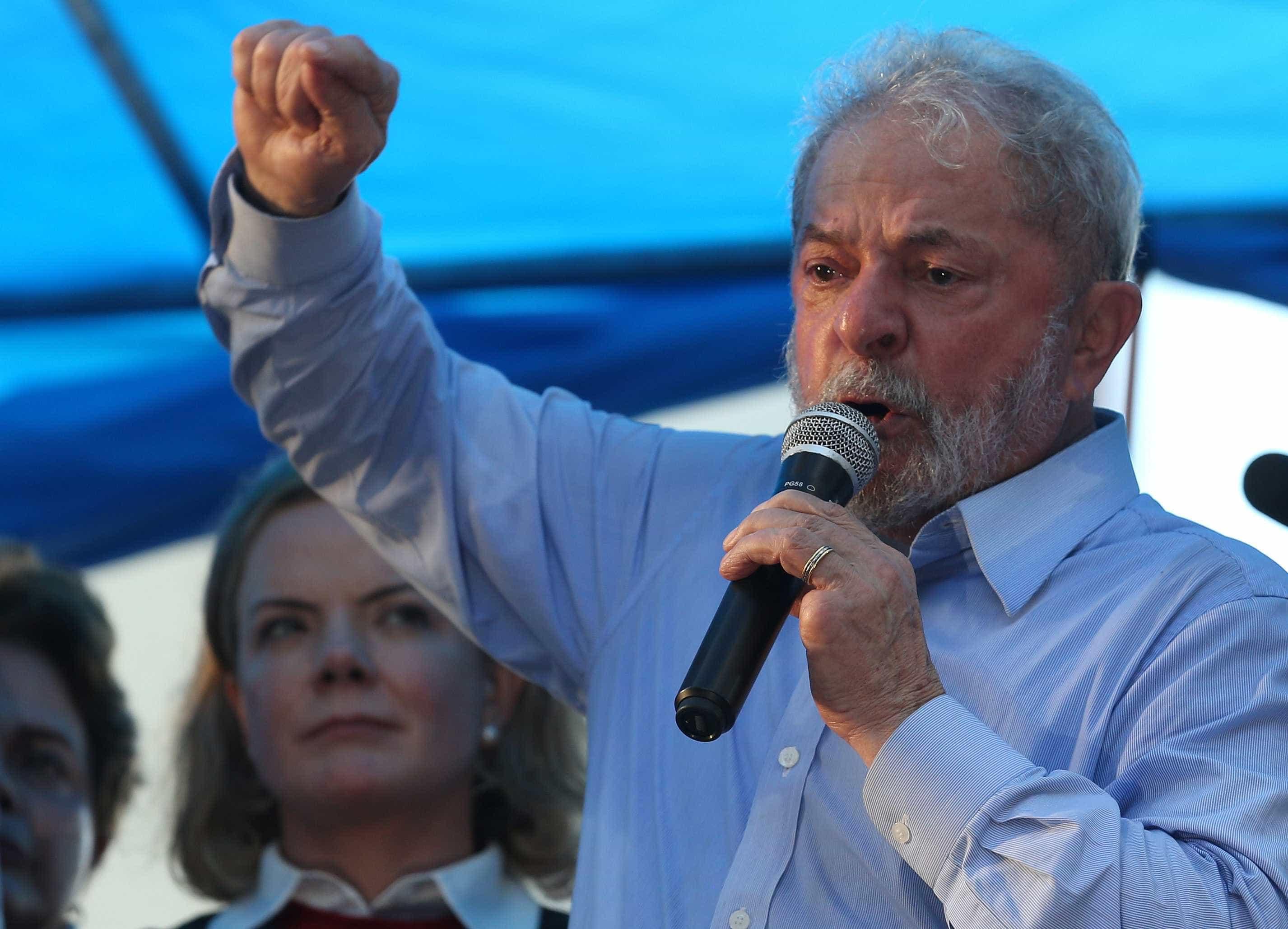 Lula veta indicação de Manuela D'Ávila como vice neste sábado