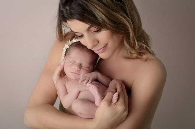 Em Portugal, Joana Balaguer mostra 1º ensaio com a bebê Gaia