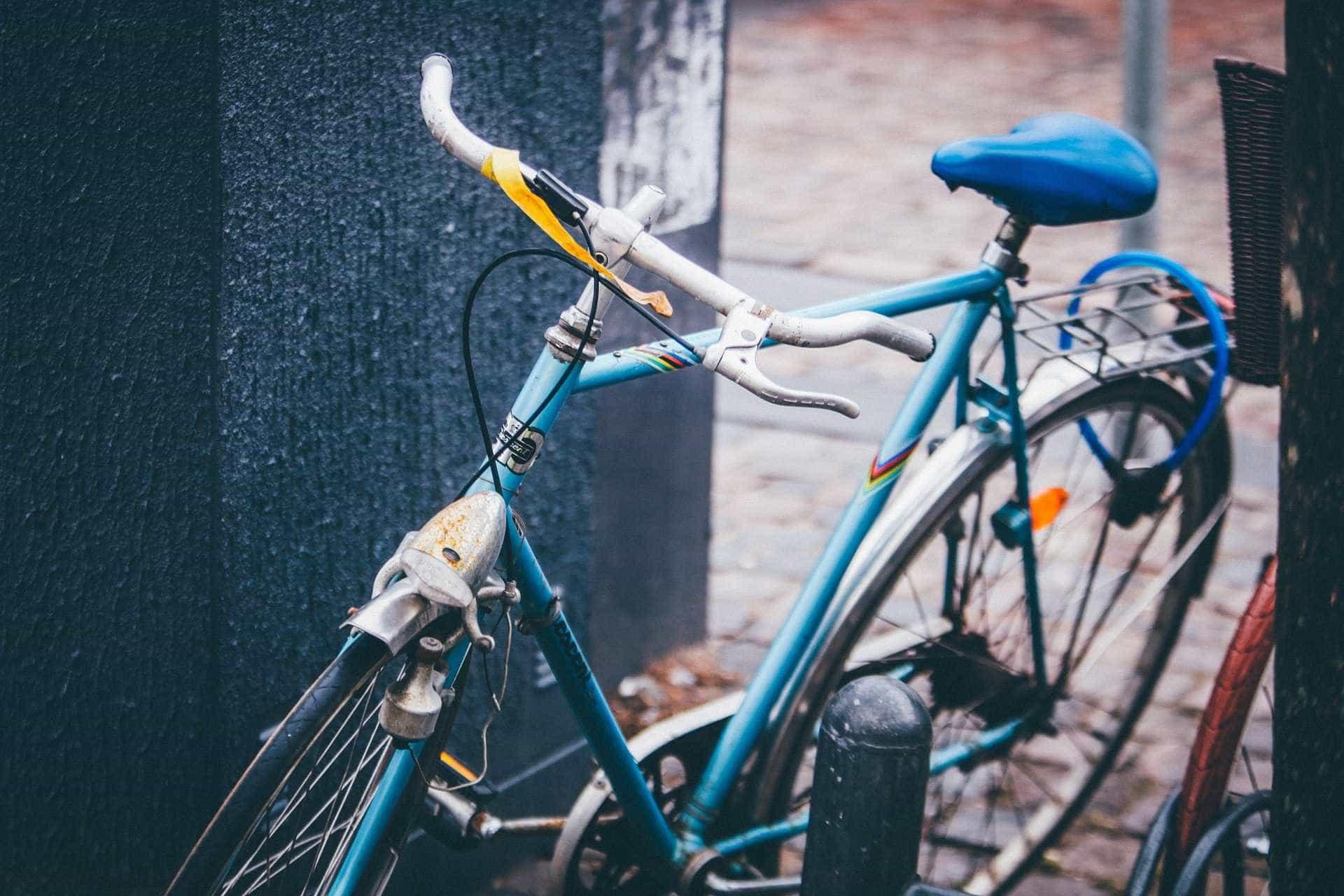 Homem mata mãe idosa com golpes de guidão de bicicleta