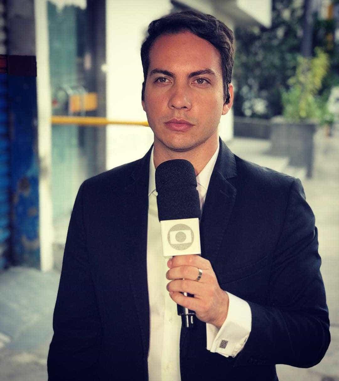 Homem abaixa as calças em a entrevista ao vivo na Globo