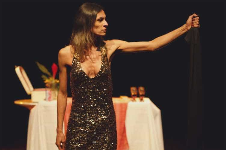 Prefeito do Rio é acusado de censurar peça com Jesus trans