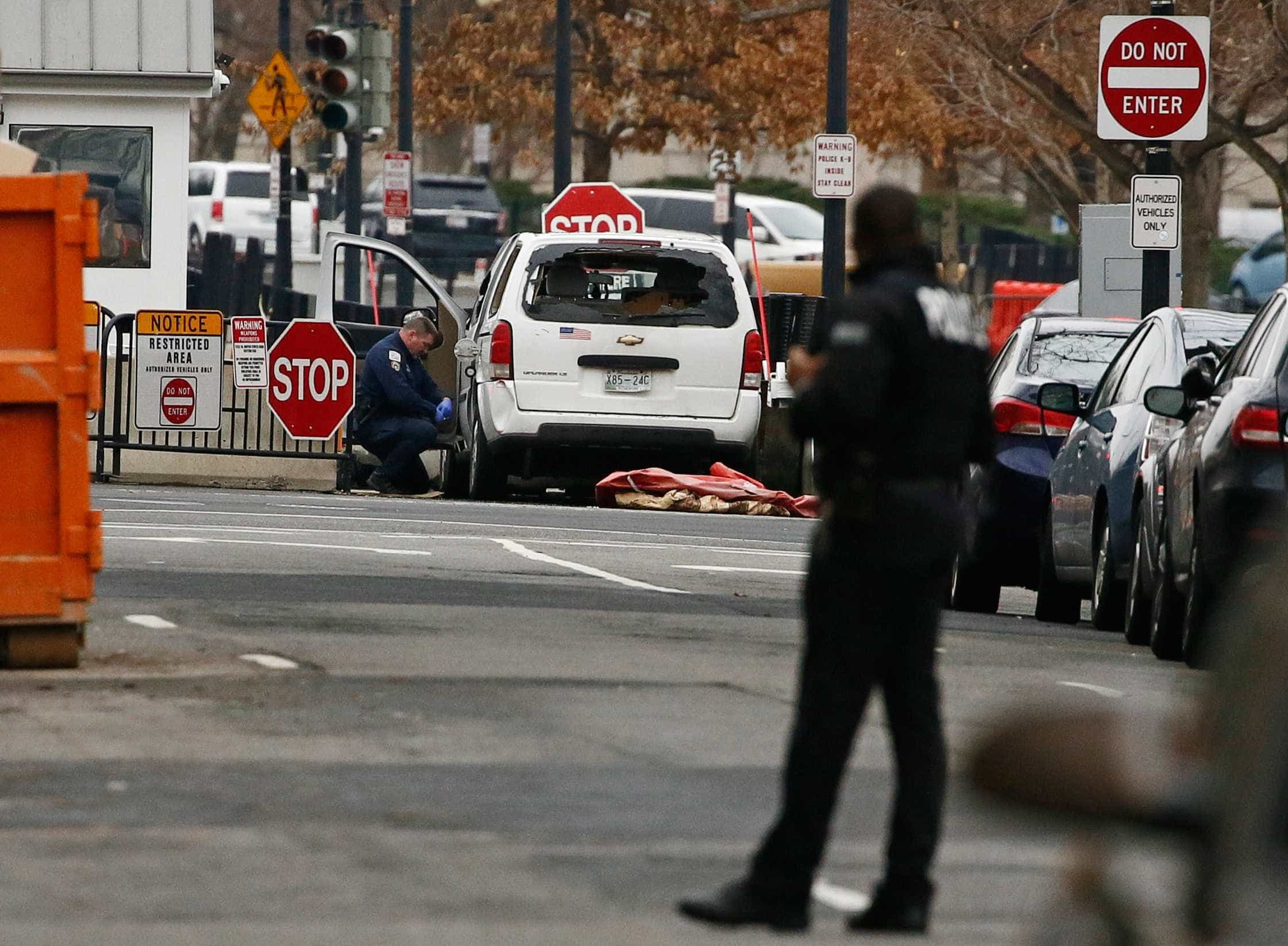 Casa Branca é fechada após carro invadir barreira de segurança