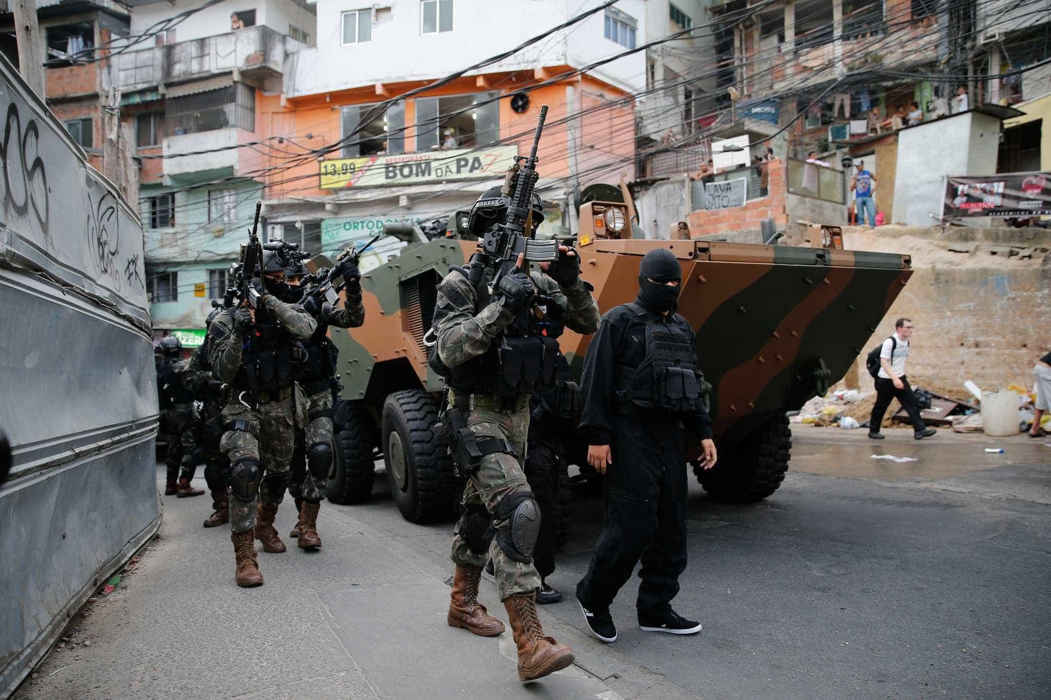 1 em cada 3 moradores do Rio esteve no meio de tiroteio no último ano