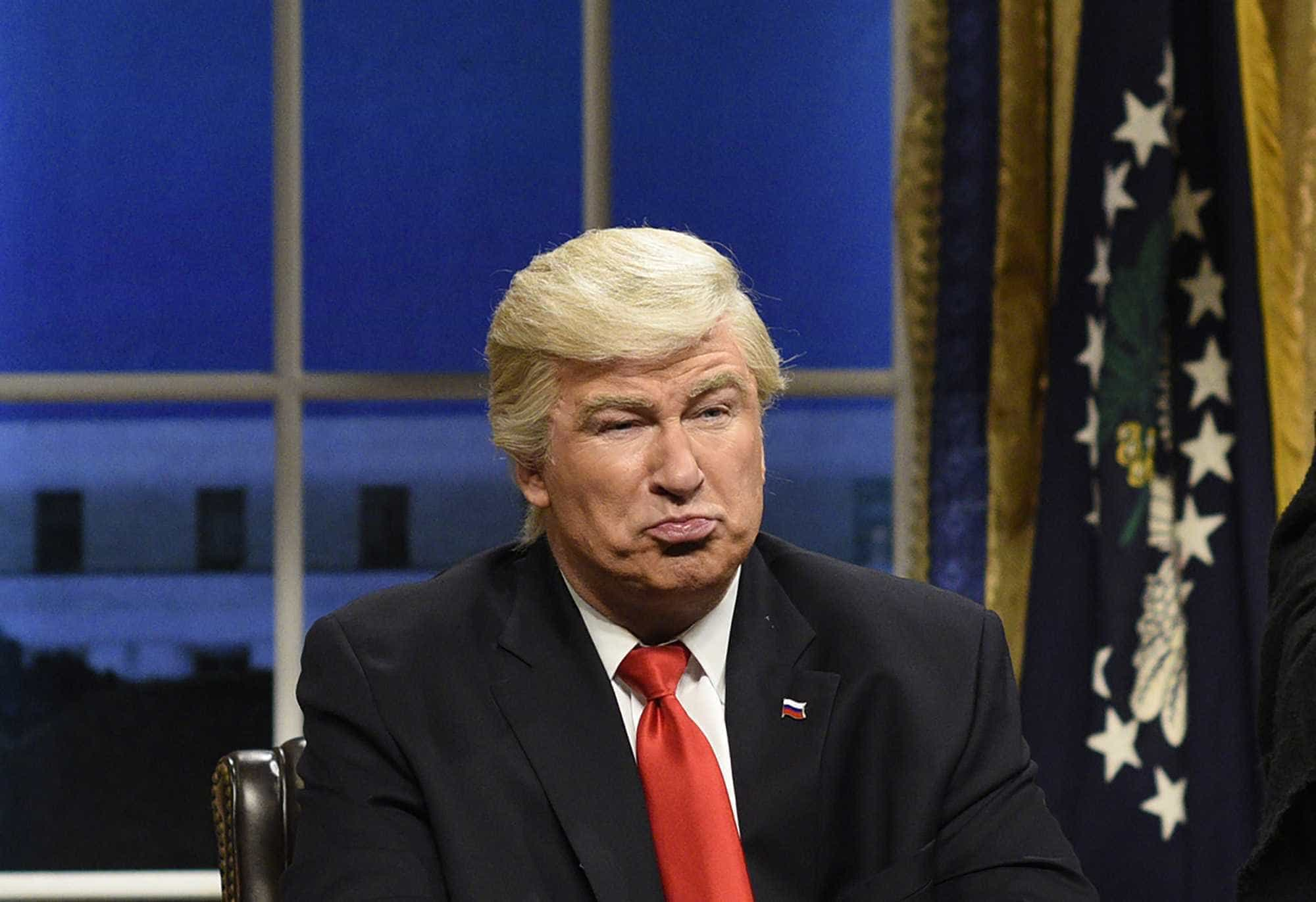 Trumpchama paródia deBaldwin de medíocre e ator rebate