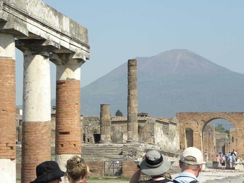 Esqueleto de criança é descoberto em Pompeia