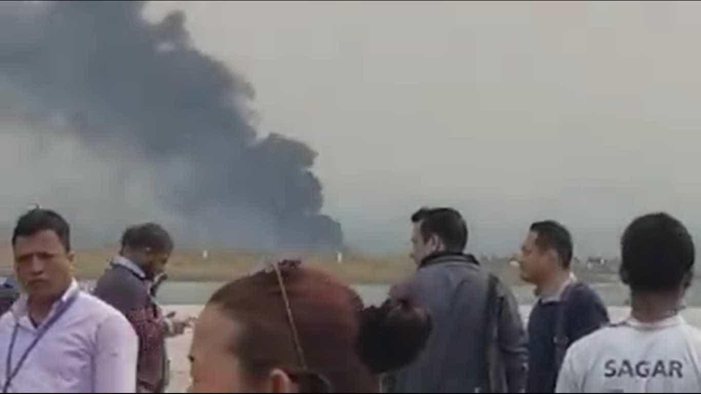 Vídeo mostra reação do público após queda de avião no Nepal