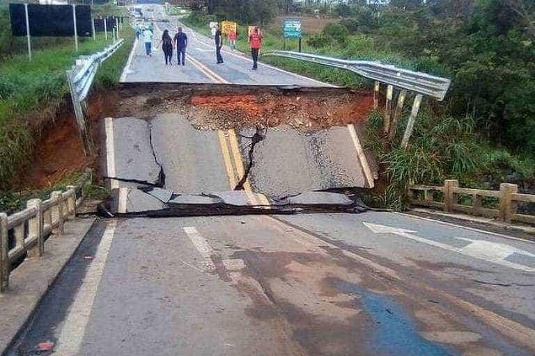 Queda de ponte interrompe trânsito na BR-265 em MG