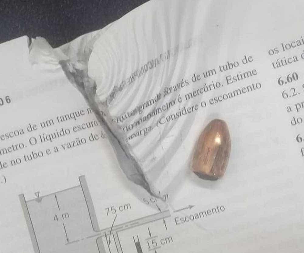 Livro em mochila salva estudante durante tiroteio que matou sete no CE