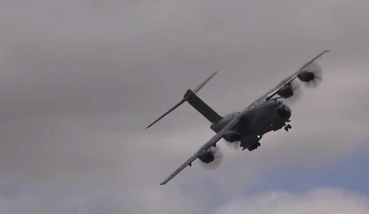 Piloto da força aérea inglesa faz decolagem assustadora