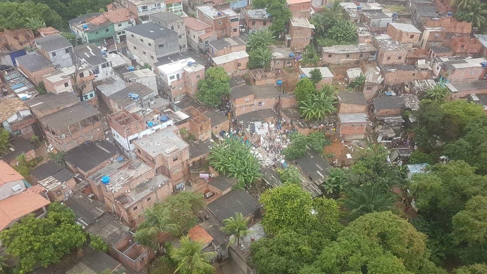 Prédio que desabou em Salvador teve construção irregular
