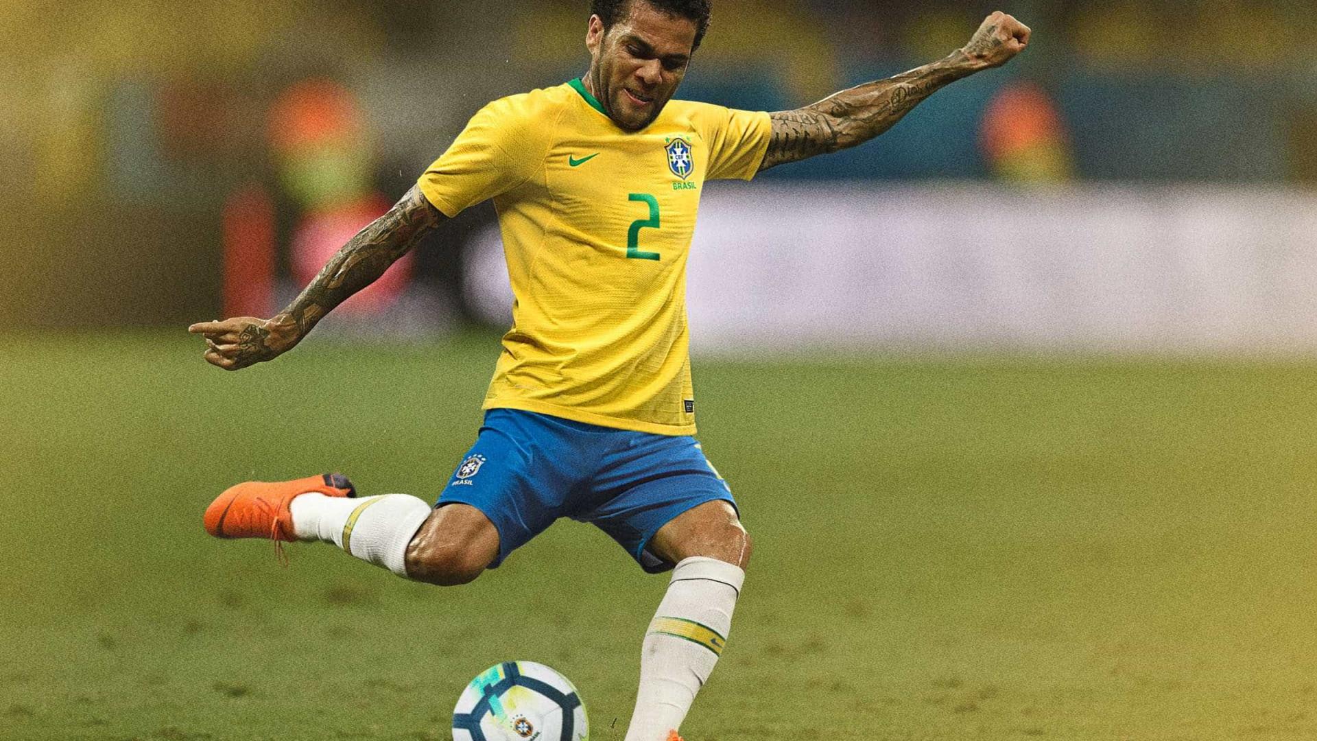 CBF divulga numeração oficial para o duelo Brasil x Rússia  Ismaily é 6 415a04e2dbf84