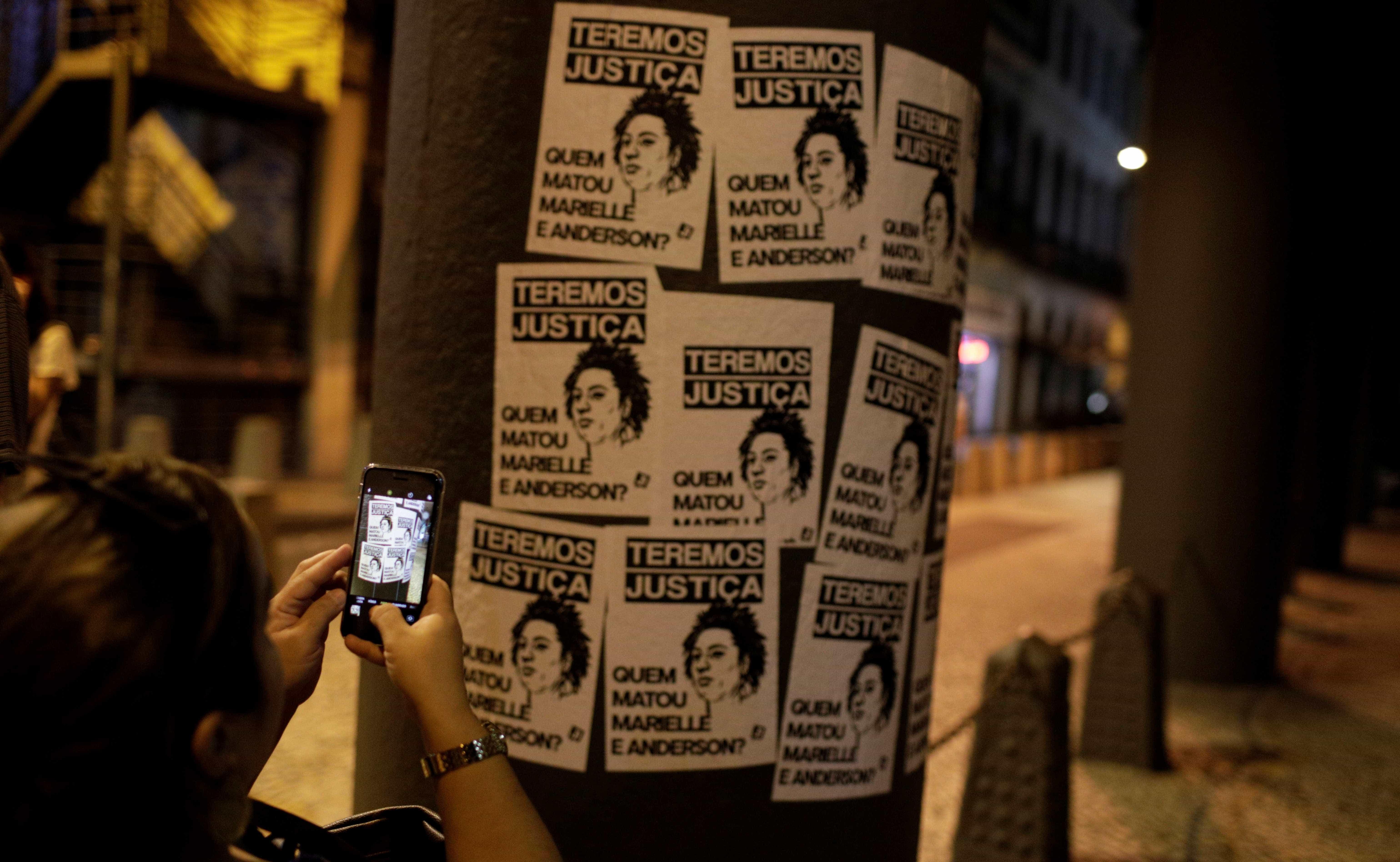 Assessora de vereadora Marielle Franco deixa o Brasil por medo