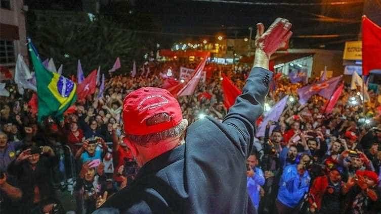 Manifestantes anti-Lula tentam invadir protesto petista
