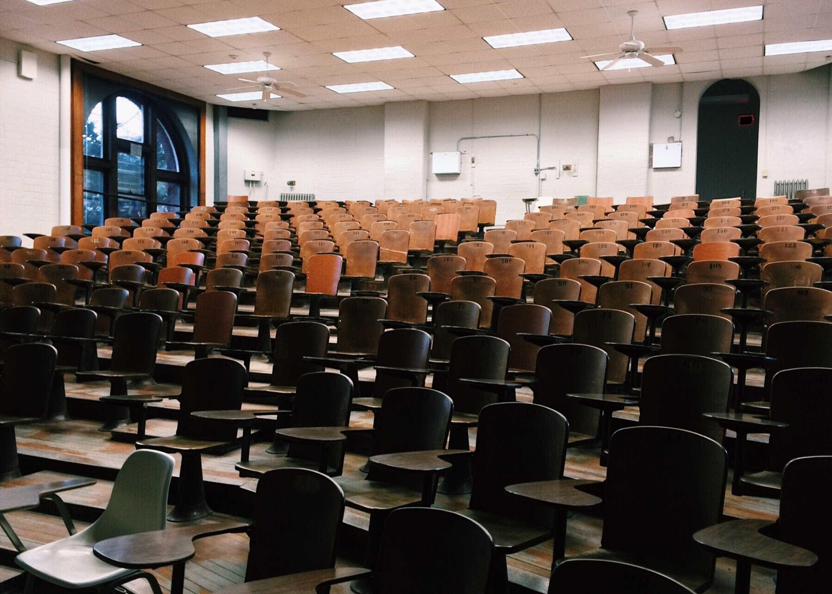 Faculdades usadas por pastor para vender diplomas estão abandonadas