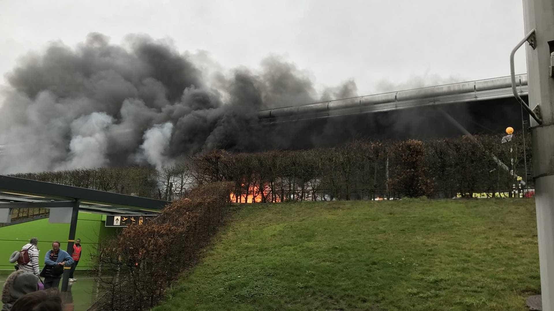 Londres: aeroporto de Stansted é evacuado após incêndio