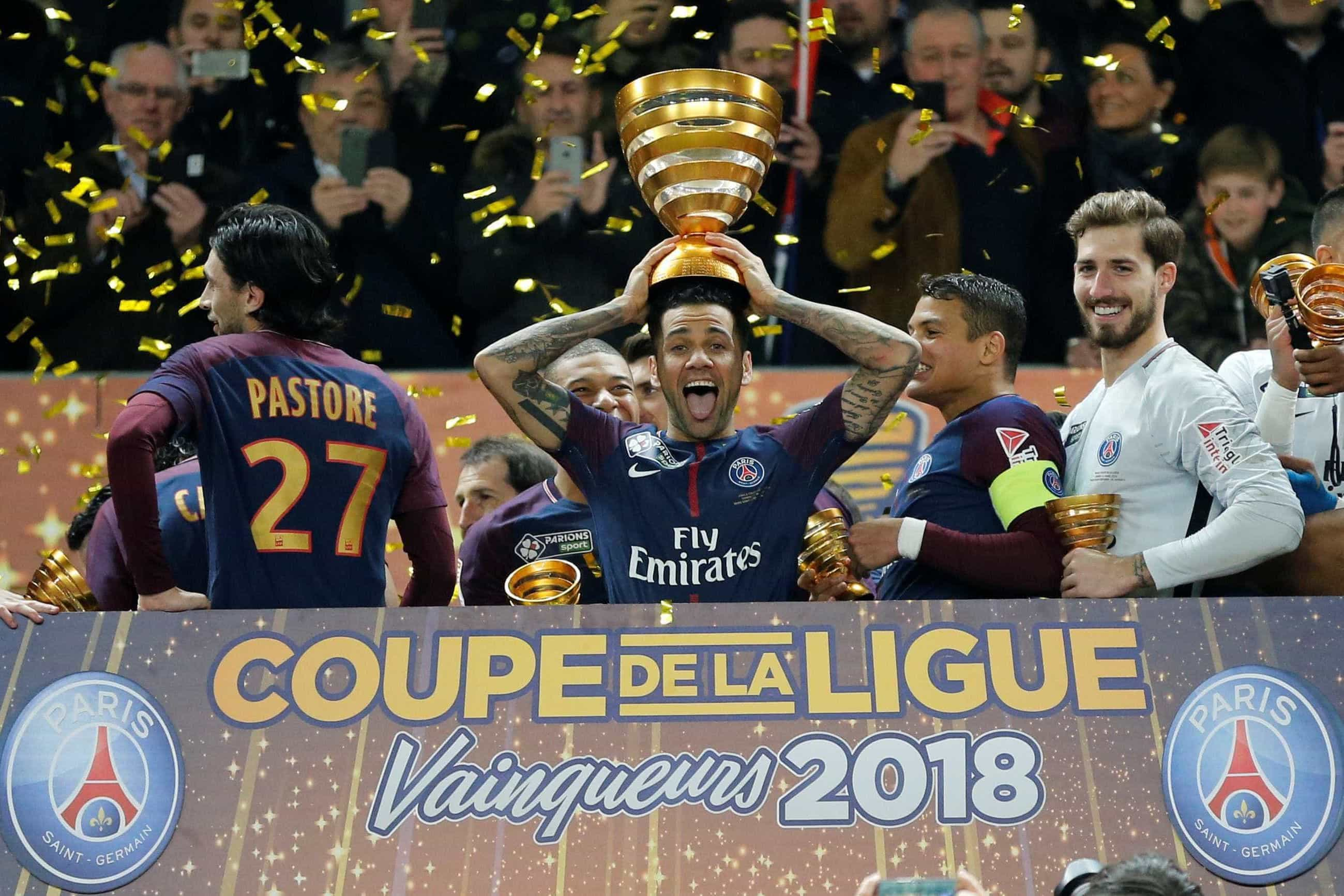 Dani Alves pode regressar à Espanha, mas não para o Barcelona