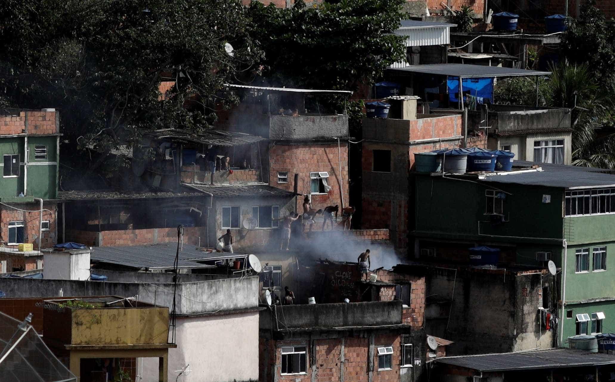 Polícia faz operação contra suspeitos de integrar milícia no Rio