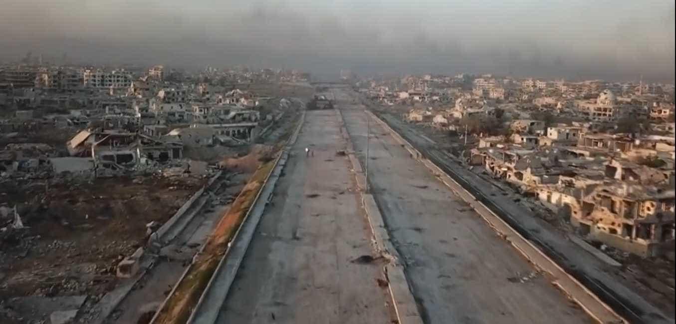 Drone mostra imagens da destruição de importante autoestrada Síria