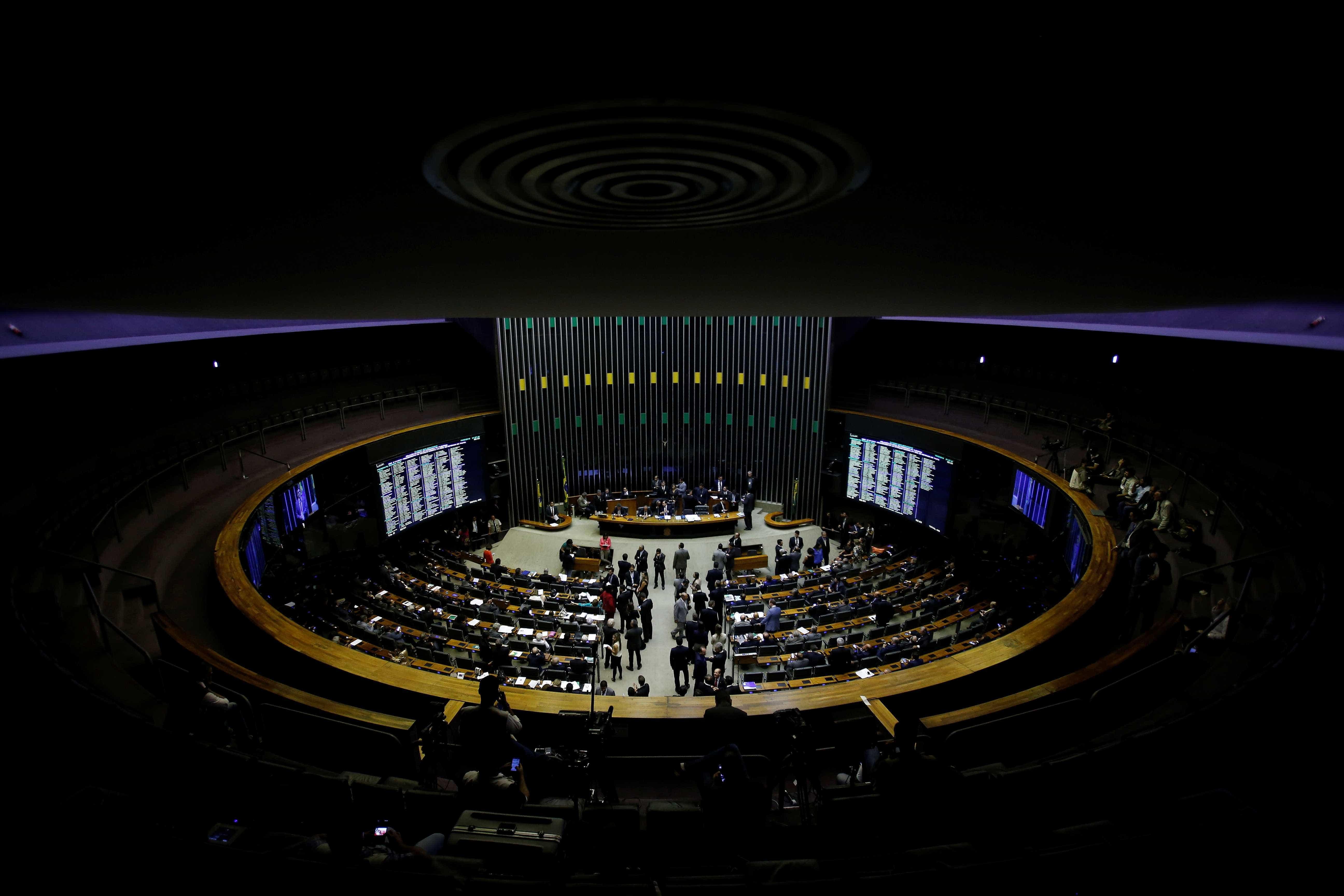 Senadores e deputados articulam frente anticorrupção em apoio a Moro