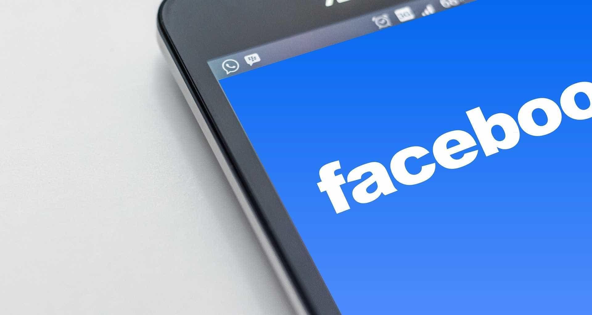 Facebook fica fora do ar nesta sexta-feira