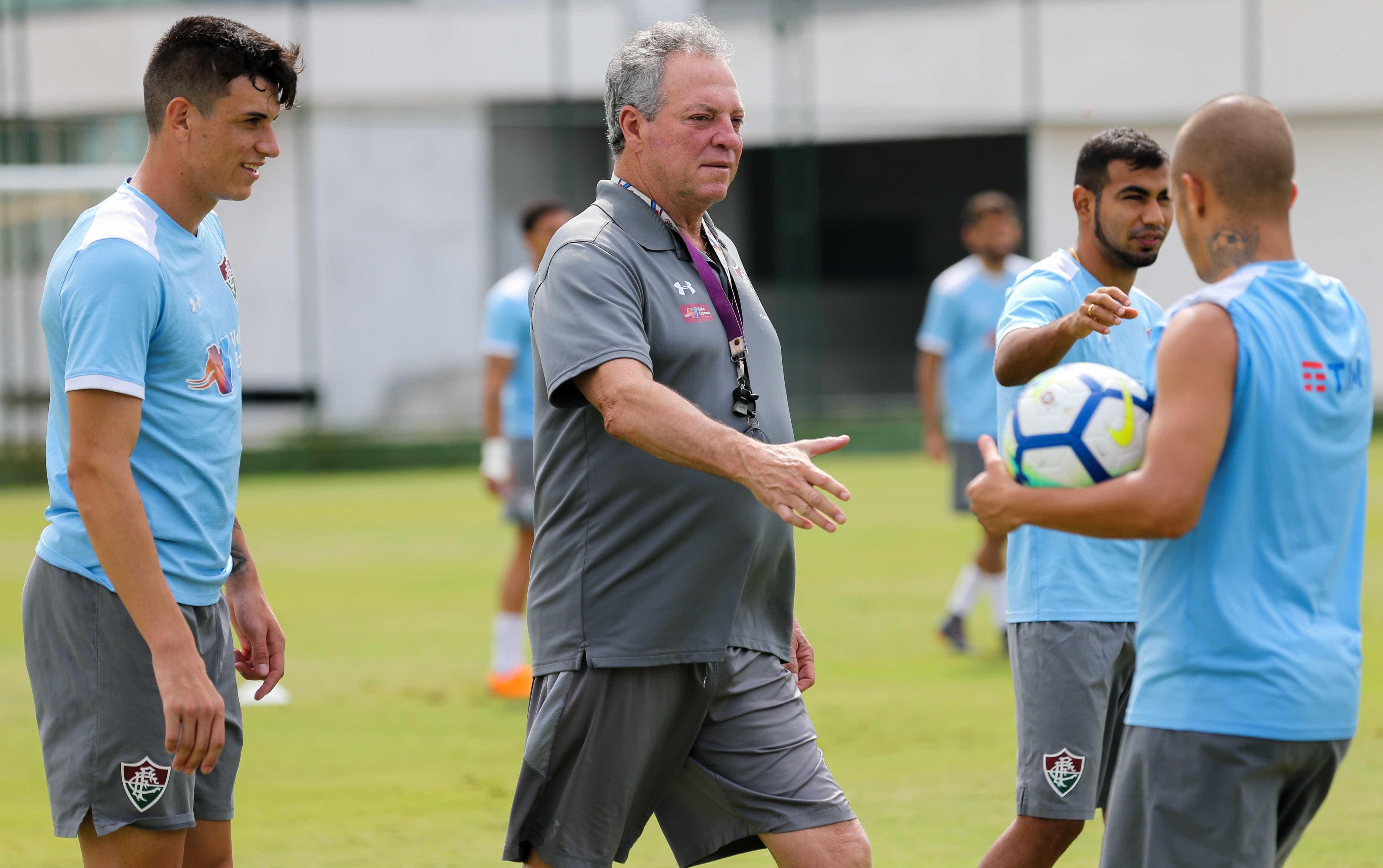 Dividido, Fluminense visita o Vitória e tenta se consolidar
