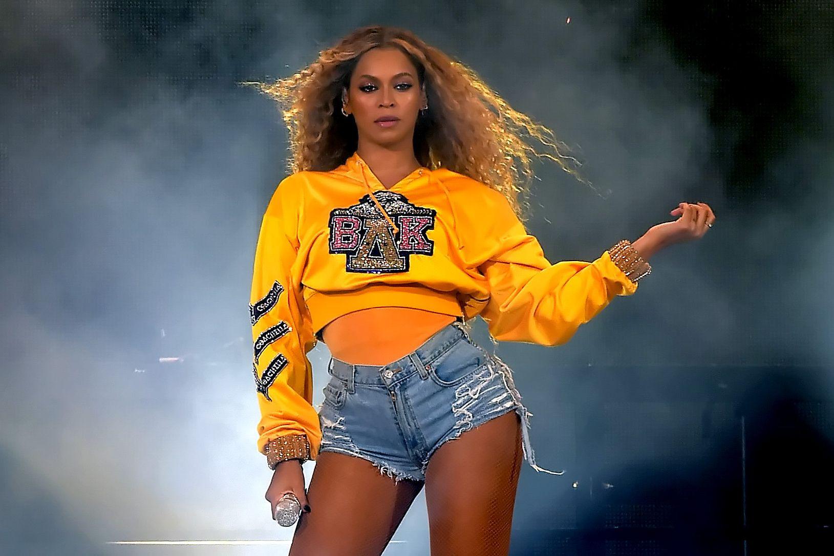 Beyoncé assume corpo pós maternidade: 'Tenho uma barriguinha de mãe'