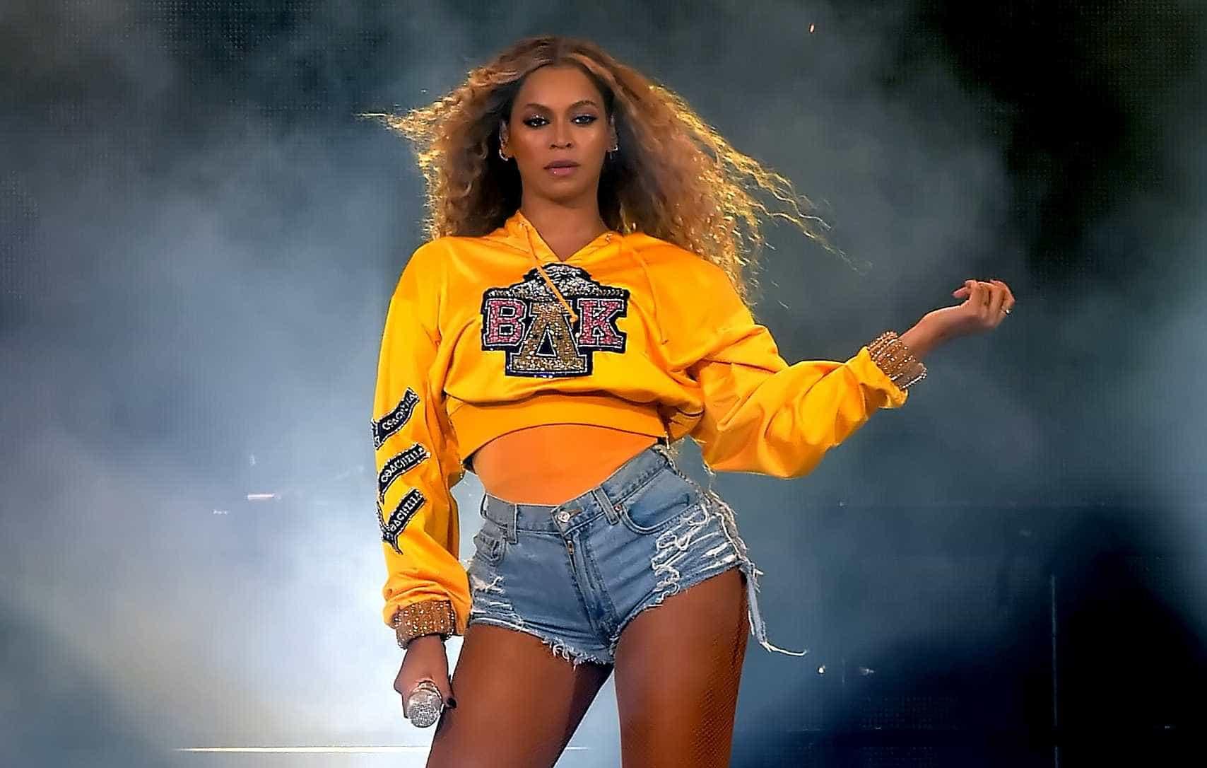 Beyoncé tem volta triunfal e faz história no Coachella; veja