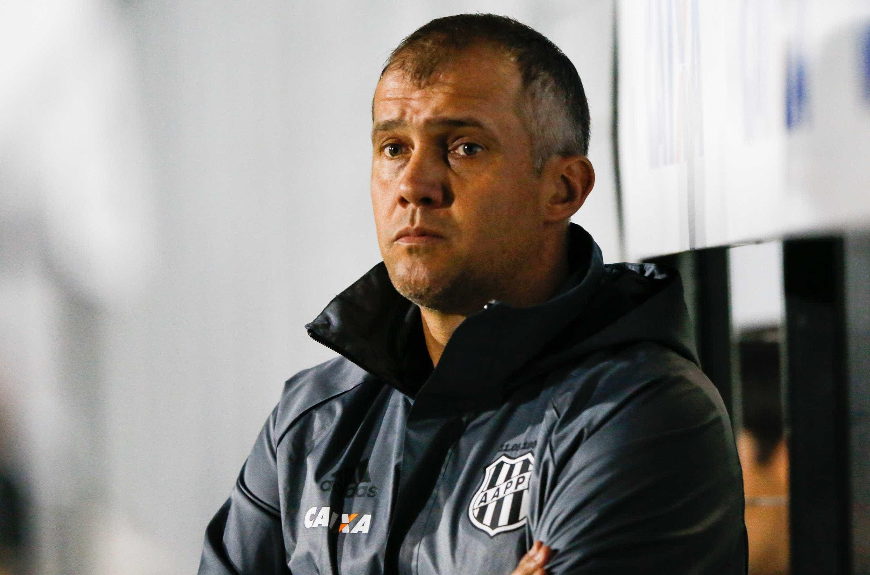 Coritiba anuncia Eduardo Babtista como novo treinador do clube