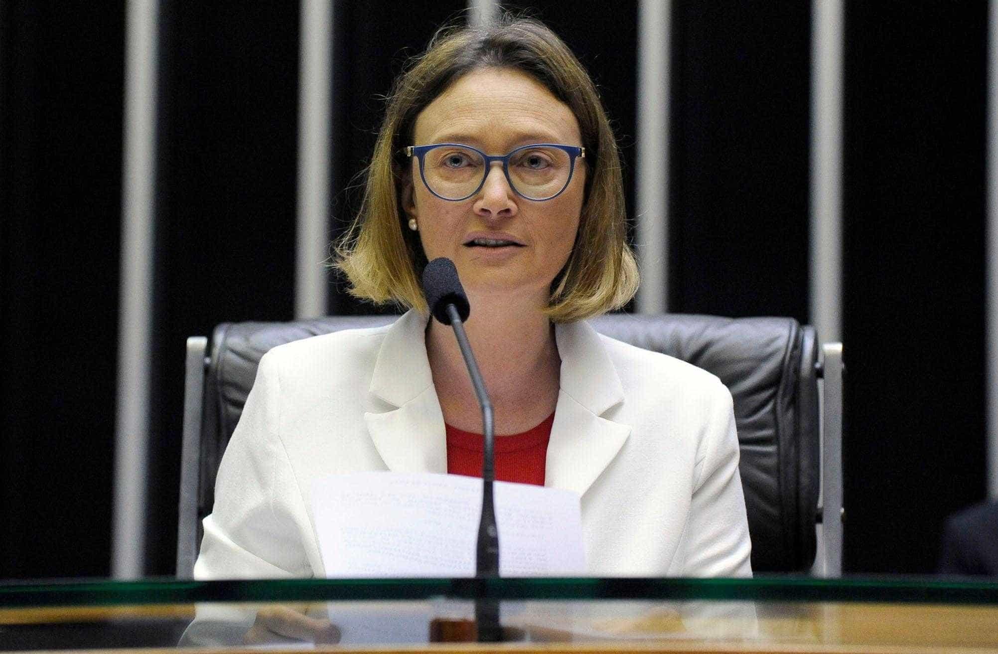 STF nega recurso e Bolsonaro terá de pagar R$ 10 mil a Maria do Rosário