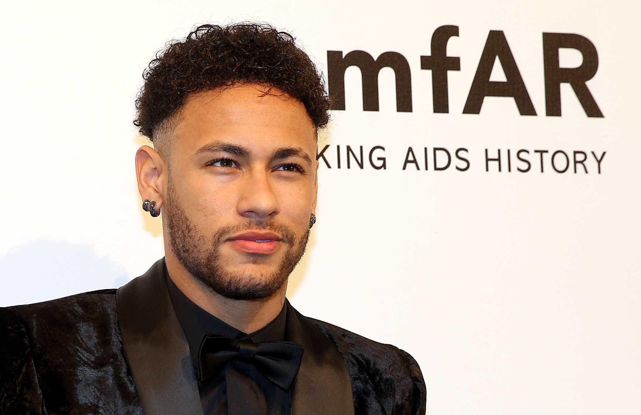 'Ele cospe no PSG', diz ex-campeão do mundo pela França sobre Neymar