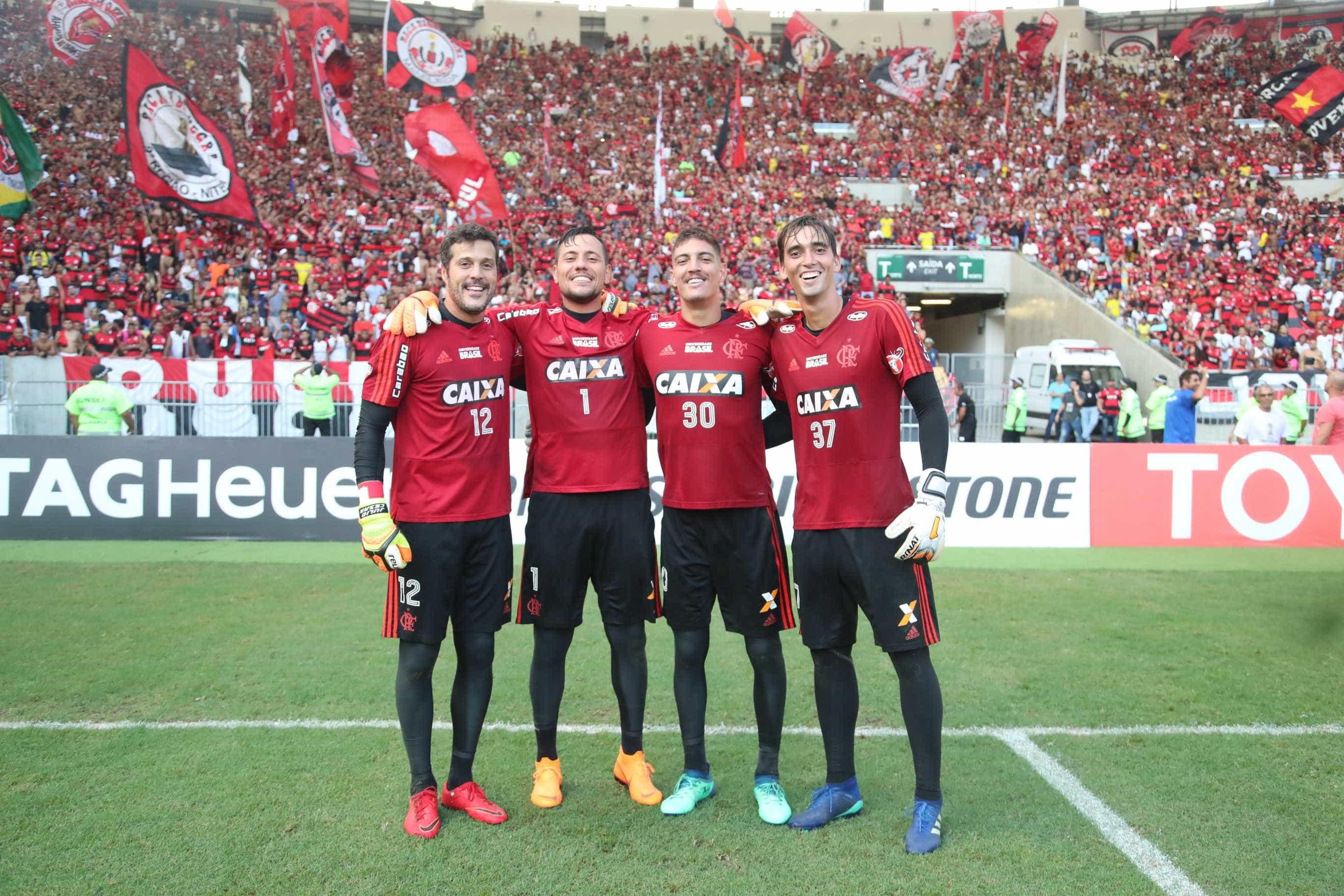 Goleiro do Flamengo entra na mira do Sport