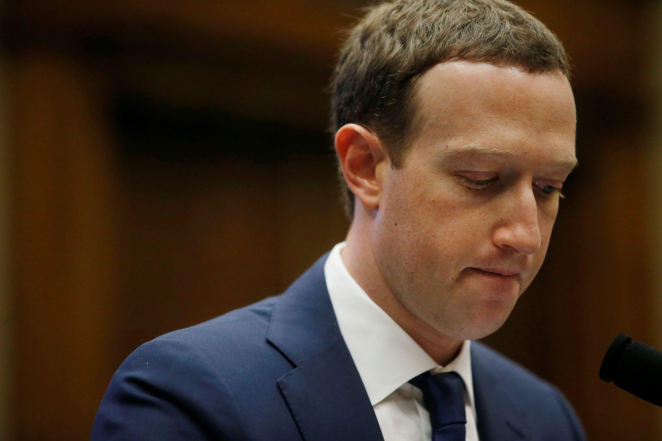 Acionistas querem que Zuckerberg deixe presidência do Facebook