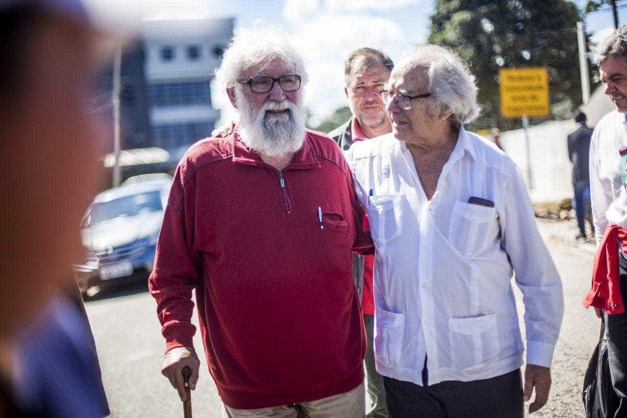 Lula recebe visita de parentes, mas Nobel e teólogo são barrados