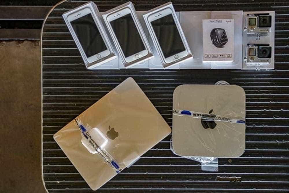 Receita Federal realiza leilão online com lotes de iPhone e MacBook