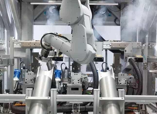 Robô desmonta 200 iPhones por hora para ajudar o meio ambiente